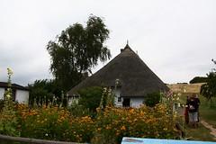 Pfarrwittwenhaus - Ältestes Reedhaus auf Rügen (Danny Sotzny [foto-sotzny.de]) Tags: friedhof geotagged wasser kunst kap grab rügen schloss möwe sellin dünen baabe prora arkona granitz jagt eisenkreuz lobbe zicker kleinzicker jagtschloss groszicker geo:lat=542964369833304 geo:lon=136845429833337