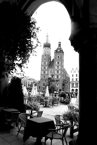 Krakow_StMarysthruArch