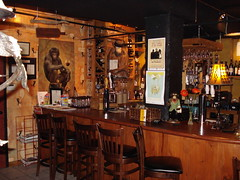 Wooden Monkey: Bar area