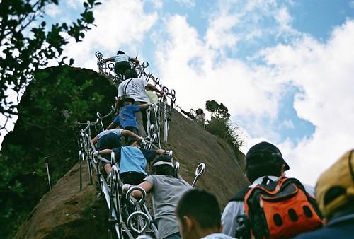 你拍攝的 16攀山人龍。