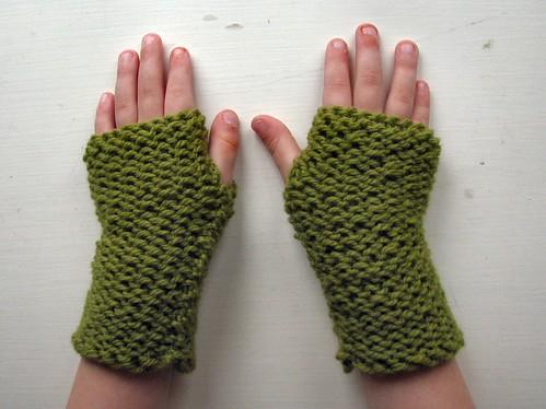 Fingerless mitts for little hands