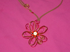 Flor en alambre con miracle beads (alexa75oct) Tags: cadenas