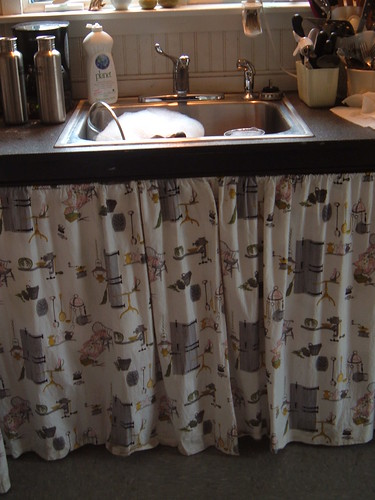 Skirted sink by *darkly dreaming gardener*