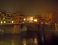 nebbia sul ponte vecchio (sharkoman) Tags: fog firenze arno nebbia notte pontevecchio notturno fiatlux sharkoman