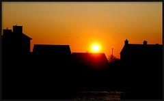 MACHLUD HAUL - ABERAERON (brynmeillion - JAN) Tags: houses roof fab chimney sky wales seaside fdsflickrtoys cymru tai ceredigion soe senset awyr aberaeron gerylli simnai bej nikond80 machludhaul theunforgettablepictures cornmwg