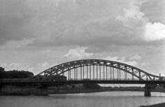 Podgrze - Krakw, widok na Wis i most J. Pisudskiego (Mr Thomas Piskortz) Tags: bridge pentax k1000 krakow most krakw cracow wisa vistula cracovie 5012 krakoff podgrze