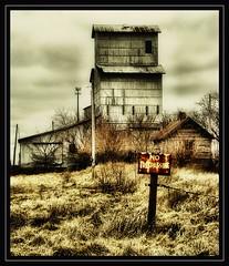 No Trespassing (K2D2vaca) Tags: old railroad sign illinois rust il shack grainelevator oldfashioned notrespassing centralillinois k2d2vaca excapture