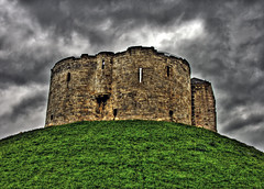 Clifford's Tower (vgm8383) Tags: york uk england castle plaque fire unitedkingdom massacre hill suicide mob jews cliffordstower fortification middleages hdr antisemitism refuge curtainwall royalcastle yorkcastle cliffords jewishcommunity yorkengland royalhill mywinners normanconquest ricardmalebisse richarddemalbis benedictofyork