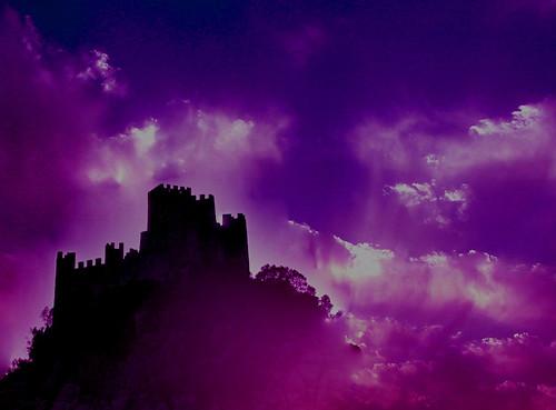 Castelo de nuvéns azuis e rosa