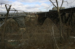 2006mrc_Niagara_6861 (emzepe) Tags: old railroad bridge winter ontario canada rust closed arch michigan steel central rusty railway 2006 niagara falls rapids whirlpool pont lower brcke hd rgi kanada tuss stahl vas on truss mrcius spandrel braced tl riveted reg acl rozsds vasti vashd lezrt twohinged aclszerkezetes lebontand