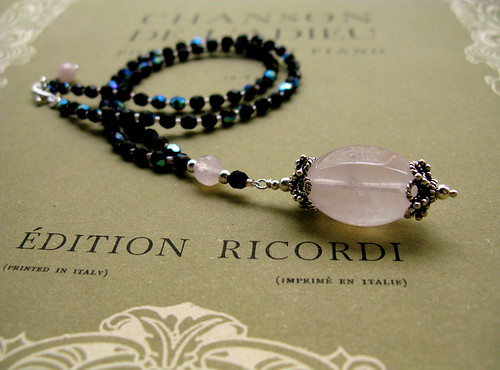 Le Concert au Salon necklace in rose