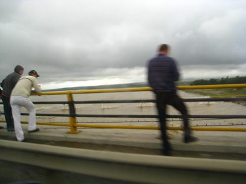 Lume pe podul de peste Siret 2
