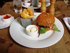 Thomas Cubitt, Belgravia, London (Ewan-M) Tags: england food london lunch burger frenchfries chips mayonnaise sw1 elizabethstreet belgravia cityofwestminster sw1w thomascubitt thethomascubitt vegetarianburger