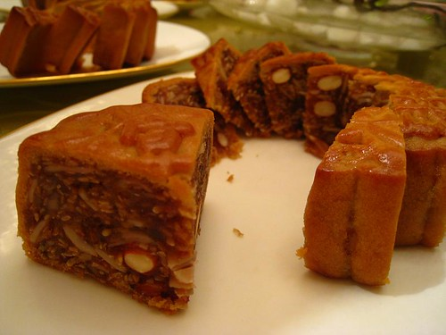 Jin Hua Ham & Assorted Nuts & Seeds Baked Mooncake