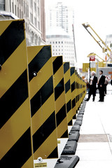 Stripes (mnpix) Tags: nyc costumes urban usa ny newyork black yellow jaune canon buildings ties suits noir crane stripes sidewalk wallstreet groundzero grue bandes trottoir urbain businessmen immeubles etatsunis rayures cravates vob hommesdaffaires matthieunicolas viewonblack eos40d mnpics mnpix