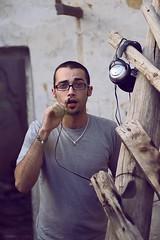 Unpluged .- 2008 (RolanGonzalez) Tags: portrait guy glasses dj retrato young gafas chico freezer earphones joven cascos