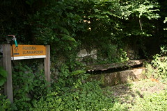 Fontn de Llamapodre (wow_wa_cow) Tags: espaa spain agua pueblo asturias asturies caso caleao fontn casu caliao pueblu