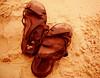 Em algum canto da estrada (- Mariana -) Tags: floripa praia sc areia florianópolis chuva férias ingleses sandália andei