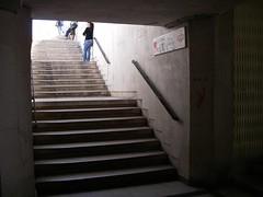 Para o lado do sentido Lisboa-Cascais, só escadas!