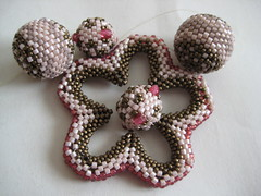 Tresor & tigris bead, Flower power