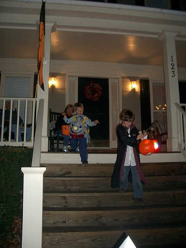 Halloween in Gaithersburg, MD (by: Beth Haught, creative commons license)