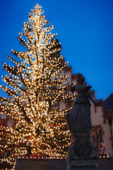 ChristmaKeh (Philipp Klinger Photography) Tags: christmas xmas old city blue roof light sunset sky tree fountain statue lady germany deutschland 50mm lights hall justice nikon europa europe afternoon hessen market bokeh frankfurt f14 sunday sigma fair weihnachtsmarkt hour townhall rathaus philipp rmerberg rmer hesse klinger hbw d700 sigma50mmf14 dcdead