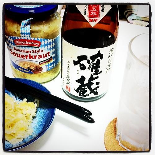 麦焼酎にザワークラウト。 by amanoyu