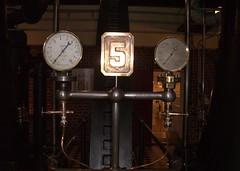 Wasserwerk: Manometer 5 (Karlshorsterin) Tags: vintage waterworks wasserwerk friedrichshagen