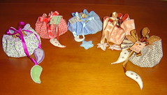 Aniversariantes junho/julho (Leka Muleka) Tags: handmade felt feltro fita tecido feutrine argolinhas portabiju