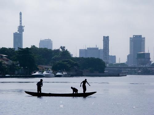 Fishermen, Lagos, Nigeria, Africa por E. B. Sylvester.