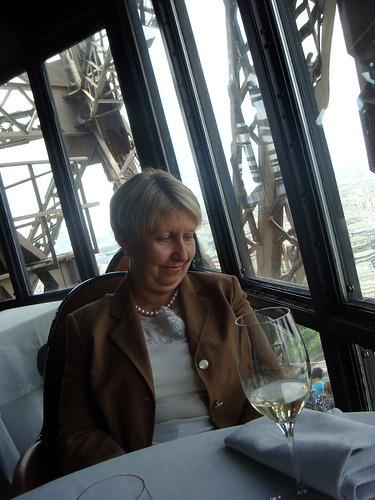 restaurant jules verne, eiffel tower