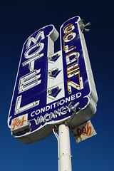 20080309 Bye-Bye Golden Motel Neon