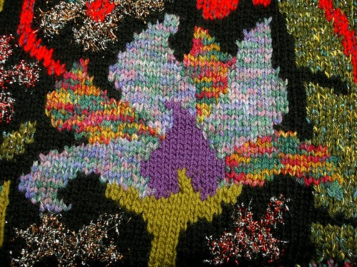 floral motif in intarsia knitting