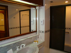 Hotel Cataratas (iguazuinfo) Tags: 3 argentina ruta stars puerto bathroom four cuatro star hotel three sleep 5 five room 4 bano falls route caro estrellas cataratas cinco tres hotels 12 habitacin accommodation expensive dormir luxury estrella bao iguazu stay hoteles lujo misiones iguaz habitacion alojamiento fivestar tresestrellas 231 iguazufalls threestar route12 moderate fourstar iguazfalls cuartodebao cataratasdeiguazu fivestars puertoiguazu midrange cataratasdeliguaz cataratasdeiguaz fourstars puertoiguaz ruta12 threestars cataratasdeliguazu cincoestrellas km4 nationalroute cuartodebano cuatroestrellas alojar hotelcataratas rutanacional12 cataratashotel nationalroute12