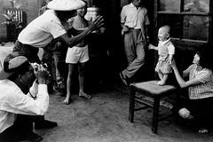 黑白童年-拍照留念