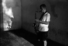 HOMBRE, SOMBRA Y SAXOFON (MAN, SHADOW AND SAX) (Samy Collazo) Tags: barcelona madrid chile california street uk santiago shadow brazil england bw italy musician españa newyork paris france roma london peru portugal argentina riodejaneiro finland mexico uruguay israel calle quito ecuador spain buenosaires colombia puertorico bronx manhattan lisboa venezuela sombra pb bn sanjuan londres asuncion paraguay panama montevideo sax francia saudiarabia medellin streetmusician saxofon canona2 28105mm musico blackwhitephotos samycollazo