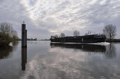 Carrier (Hans van Reenen) Tags: rio river fav50 nederland thenetherlands fav20 maas fav30 carrier underway mook arbolitos fav10 fav40 fav60 fav70 gx100 20081102