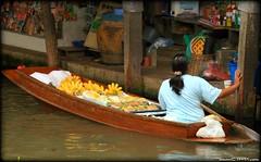 Dumnoen Saduak Floating Market (CTPPIX.com) Tags: trip travel woman closeup fruit canon asian thailand boat canal asia zoom ct banana thai ctp floatingmarket ratchaburi rowingboats tayland xti dumnoensaduak 400d ctpehlivan christpehlivan ctppix