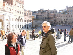 Travelling companions at the Piazza del Campo