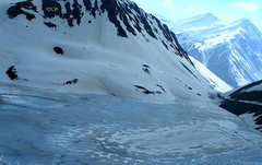 Frozen lake and mountain peaks from Baralacha Pass (keedap) Tags: road trip deepak pass deep kashmir leh manali himachal gauri jammu rohtang abhay naveen keylong baralacha sarchu surinder