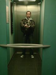 20:10 Life in an Elevator 03:52 (Stewart Leiwakabessy) Tags: portrait selfportrait me self project myself phonecam nokia elevator stewart mobilephone weeks weekly 52 2010 leiwakabessy stewartleiwakabessy i nokia6500slide nokia6500