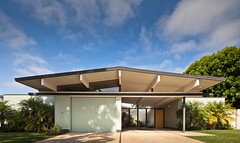 Fairhaven Eichler (Chimay Bleue) Tags: california park door homes orange house home glass modern quincy jones post contemporary modernism courtyard screen moderne beam villa oc maison atomic fairhaven teaser midcentury postwar emmons eichler mistlite
