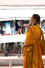 A monk, and also a tourist (Y.T.Lin) Tags: people thailand market bangkok sony floating a33 myfavorites 泰國 amphawa 水上市場 18250mm 安帕瓦 linyanting