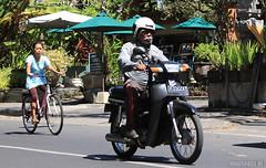 Bali - Sanur (minispace) Tags: bali canon honda indonesia motorcycle arno moped 28135 denpasar sanur 500d 2011 bromfiets canon500d minispace kempers arnokempers