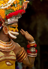 Muthappan Theyyam disguised as Lord Vishnu - India (Eric Lafforgue) Tags: india hat yellow temple democracy worship vishnu hand god indian religion makeup kerala dancer hasselblad indie ritual hindu indi indien hind indi inde headdress hodu malabar headwear headgear southasia indland  hindistan devam indija   ndia theyyam hindustan kannur kasargod teyyam h3d  theyam thalassery tellicherry  lafforgue   ericlafforgue hindia  theyyattam bhrat  703970 kolathunadu indhiya bhratavarsha bhratadesha bharatadeshamu bhrrowtbaurshow  hndkastan