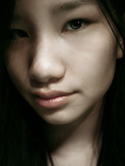 . shy beauty (di.SUN.ity) Tags: portrait girl beautiful face shy notshotbyme disunity katrinlindner