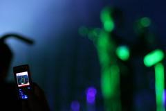 Grabando con el móvil a Massive Attack de Yulete - Fuente: Flickr