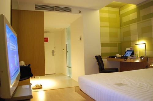 Ashiq Thobani님이 촬영한 Le Fenix hotel Room.