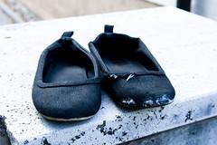 shoes (EosDennis) Tags: old shoes alt dirty schuhe löcher