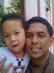 Marj & Daddy (<b>John Reque</b>) Tags: john marj iphone iflickr - 2740755802_cd44037b63_m